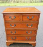 Mahogany Chest of Drawers in Georgian Style